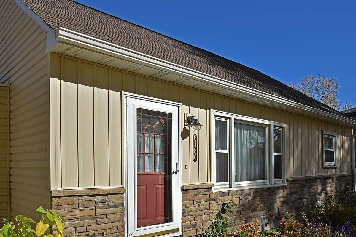 Exterior Design Certainteed Restoration Classic Vinyl Siding Light Maple, Certainteed Board and Batten Vinyl Siding Light Maple, Versetta Stone Tightcut Plum Creek, GAF Timberline HDZ Barkwood Roof