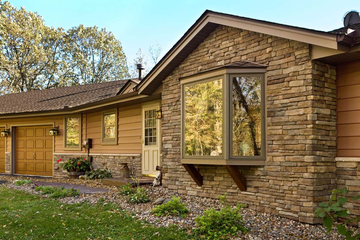Siding Klauer Steel Two Toned, Provia Heritage Stone Natural Lakeside Ranch