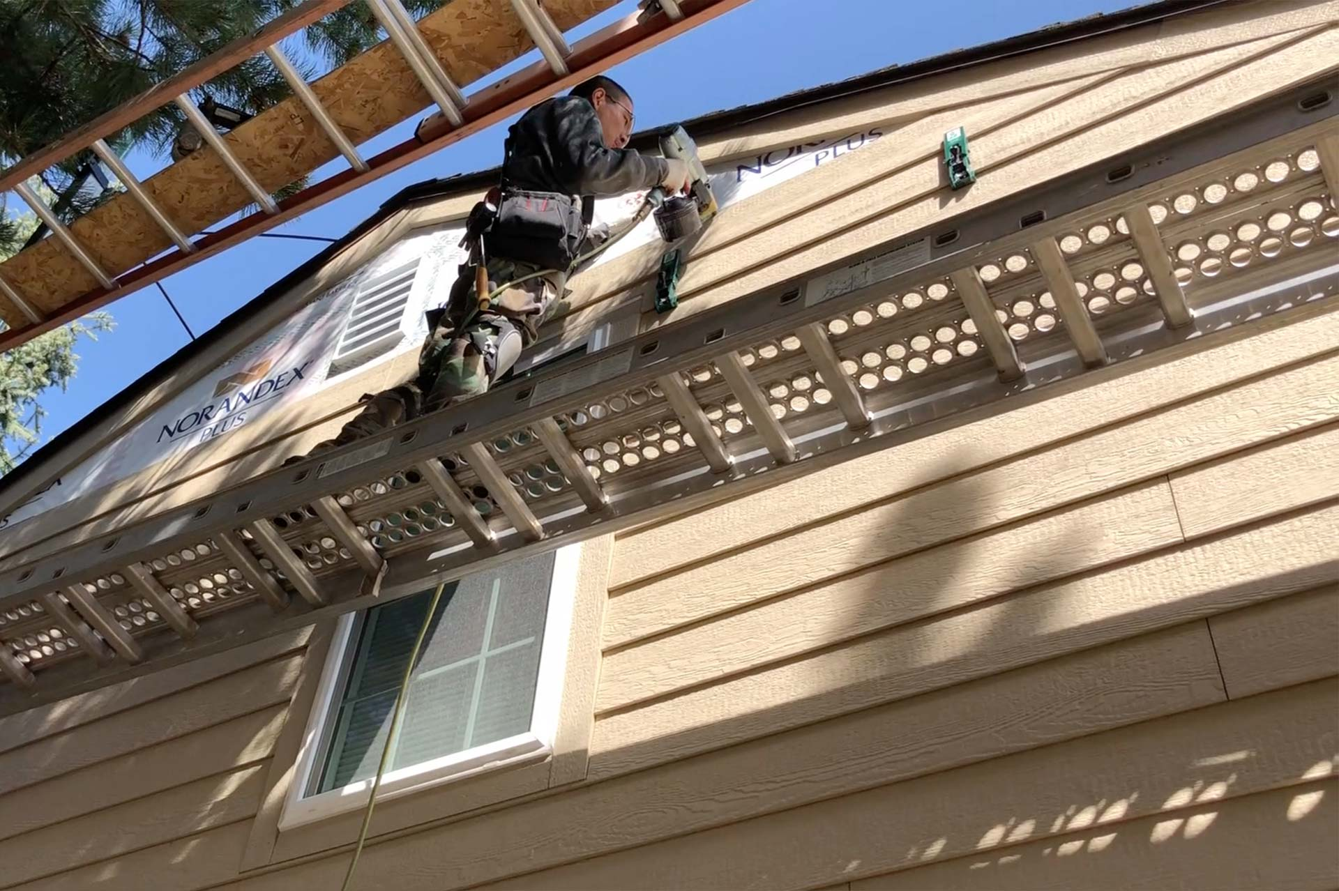 siding contractor background